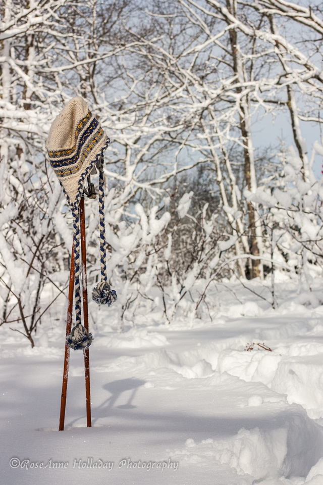 Hat on ski poles in the snow